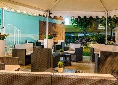 Hotel ervill a marebello di rimini vicino al mare italiaabc for Giardino rimini