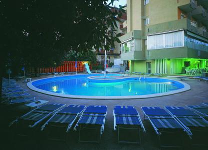 Hotel trafalgar 3 stelle a rivazzurra di rimini italiaabc for Piscina trafalgar