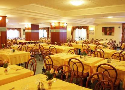 Caesar palace hotel in giardini naxos for holidays in sicily italiaabc - Hotel caesar palace giardini naxos ...