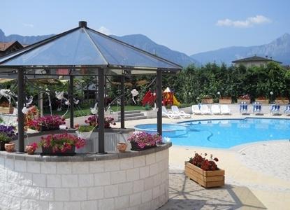 Hotel bellaria a levico terme per vacanze termali in - Hotel folgaria con piscina ...