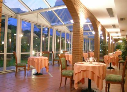 Hotel savoy palace in riva del garda lake garda tonelli hotels italiaabc - Hotel giardino riva del garda ...